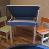 Продам комплект (детский стол с пеналом и два стульчика)