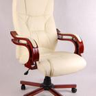 Бежевое офисное кресло руководителя Кардинал