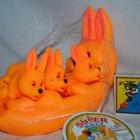 Пищалка Оранжевая зайчиха с зайчатами, в сетке