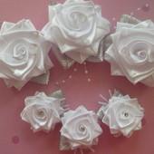 Нарядные белые розы на праздники и в школу!