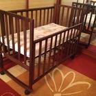 Продам новую кроватку из дерева с матрасиком