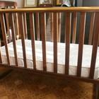 Детская кроватка из натурального дерева и ортопедический матрас