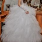 Цена снижена на 400.Шикарное свадебное платье вышитое  камнями и бисером