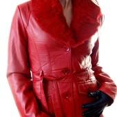 Женская красная кожаная куртка