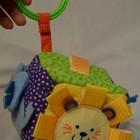 Развивающая игрушка Активный куб подвеска зеркало шуршалки пищалки