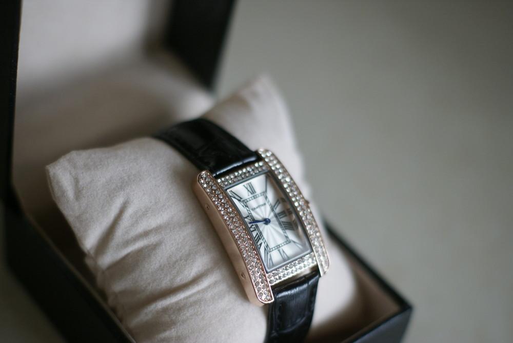 Шикарные женские часы cartier, отличная реплика cartier tank americaine фото №1
