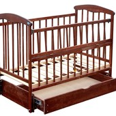 Детская кроватка Наталка с ящиком и маятником (светлая и темная)