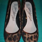 Фирменные (Англия) стильные замшевые туфли 38 размер