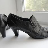 Качествнные, кожаные туфли Bata vera pele Италия Раз 38