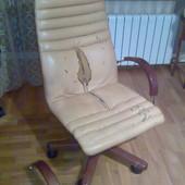 Кресло офисное Nowystyl  кожа, дерево , пр во Польша. Крісло шкіряне, Польща.