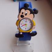 Часы на гибком браслете Микки Маус
