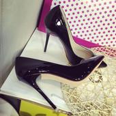 Туфли лодочки  на высоком каблуке    в стиле Christian Louboutin (Кристиан Лабутен)
