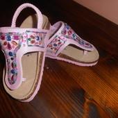 Красивые сандалики для девочки