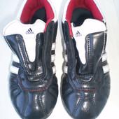 бутсы Adidas ( оригинал) р.30.5, стелька 19 см
