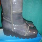 Фирменные (Испания) деми ботинки распаровка  37 р на тракторной подошве