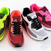 Стильные кроссовки неон
