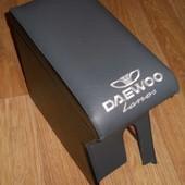 Підлокітник зроблений для даного авто Daewoo Lanos і для його побратима деу Сенс він теж підійде без