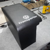 Подлокотник на Volkswagen Transporter Т-4 можем изготовить в сером или черном цвете. Перетянут хорош