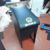 Подлокотник для Volkswagen Bora крепиться между передними сидениями. Имеются цвета в ассортименте. И