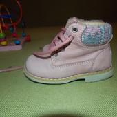 Ботинки на девочку Р. 22. Ст. 14.5 см.