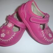 Фирменные кожаные туфли девочке на 21-22 размер