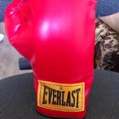 Боксерская перчатка Everlast правая (12).