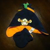 Наборчик шапка и варежки  Disney at George 3 - 6 Месяца (8 кг.) Новая, метериал - флис