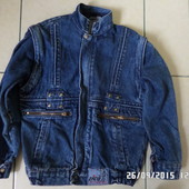 джинсова куртка-відчіпаються рукава.