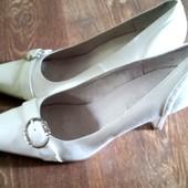 Продам красивые белые туфли Blossem для свадьбы, размер 40- 41 (26,5-27 см)