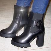 Ботинки женские черные тракторная подошва Д417