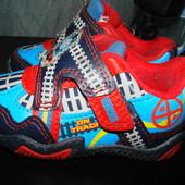 Англ.кроссовки  21 размер Англ 5 (стелька 13,5 см) в отличном состоянии как новые