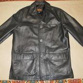 Очень качественная  прямая черная.кожаная куртка hElium. Англия. . L.
