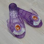 Яркие силиконовые шлепанцы для девочки, состояние новых.