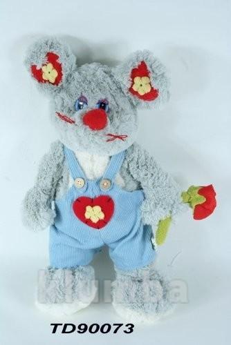 Мышь в голубом комбезе с розой стоящая фото №1