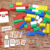 Полесье Конструктор 70 элементов кубики, окошки, двери, дорожные знаки