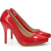 Лаковые туфли на каблуке красного цвета