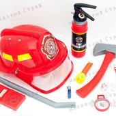 Детский набор пожарного, каска и огнетушитель пульверизатор, жетон, топор фонарик компас Пожарник