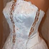 Свадебное платье недорого, в подарок все аксессуары, украшения на машину