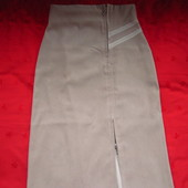 Длинная юбка с разрезом впереди