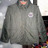 Демисезонная куртка-жилет . Размер указан 140.