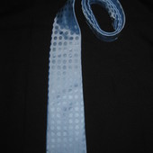 яркий голубой галстук