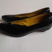 Цена снижена!  Классные туфли-лодочки известного бренда☆-40% от цены☆