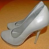 Женские кожанные туфли Baskoni, бежевые