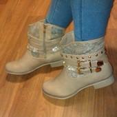 Красивые женские ботиночки.