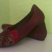 Крутые замшевые туфли балетки