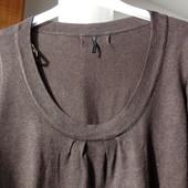 Стильная блуза Naf-Naf с большим, красивым вырезом.