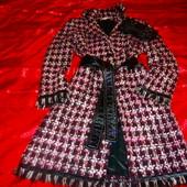 Моднявое пальто из буклированной ткани.