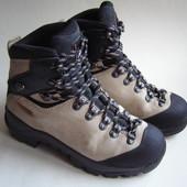 Горные ботинки  Quechua (Novadry),р. 38 – 25 см.