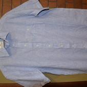 рубашка белая в полоску с коротким рукавом.