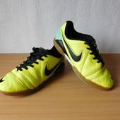Кроссовки футзалки Nike 35,5 р., на стопу до 23 см